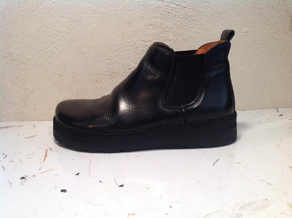 ... 靴修理のお店 「tonearm